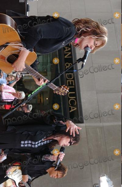 Ann Wilson Photo - Nbcs Today Show Summer Coincert Series at the NBC Studios in Rockefeller Center  New York City 06262004 Photo Ken Babolcsay Ipol Globe Photos Inc 2004 Nancy Wilson and Ann Wilson