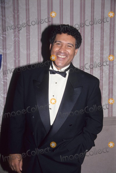 Greg Gumbel Photo - Greg Gumbel National Academy of Tv Arts  Sciences Sports Award 1994 L8077jg Photo by Jonathan Green-Globe Photos Inc