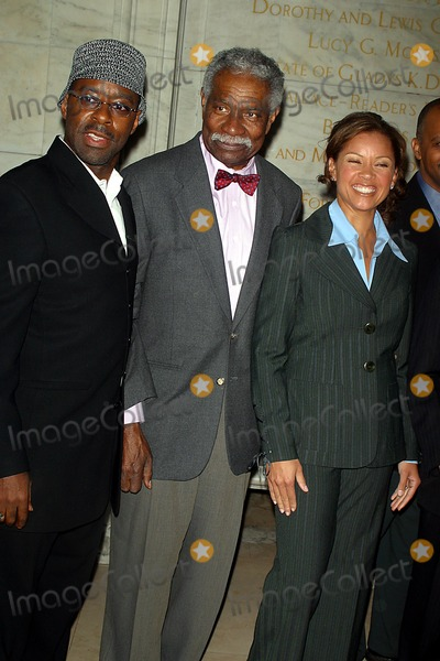 Courtney B Vance Photo - Hbo Unchained Memories Readings From the Slave Narratives at the New York Public Library Astor Hall New York City 02032003 Photo John Barrett Globe Photos Inc 2003 Courtney B Vance Ossie Davis and Vanessa Williams