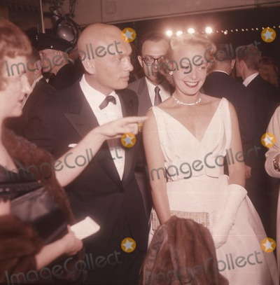 Yul Brynner Photo - Yul Brynner with Wife K6385 Supplied by Globe Photos Inc