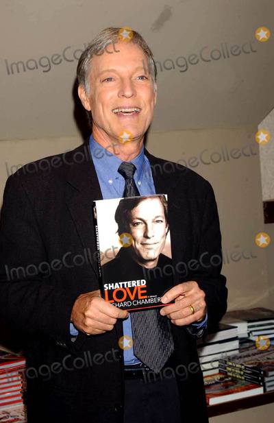 Richard Chamberlain Photo - 603 Barnes and Noble Lincoln Center(66bway) Richard Chamberlain in Store Reading and Signing His New Book Shattered Love Photo by Ken BabolcsayipolGlobe Photos Inc