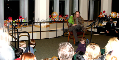 Kermit the Frog Photo - K34121RMKERMIT THE FROG AND HIS FRIENDS FROM SESAME STREET WITH HIS HIRED HAND STEVE TO READ AN UPDATED NYC VERSION OF  A CHRISTMAS CAROL AND  A SING ALONG OF JINGLE BELLS AT BARNES AND NOBLE AT LINCOLN CENTER IN NEW YORK CITY 11142003PHOTO BYRICK MACKLERRANGEFINDERSGLOBE PHOTOS INC  2003