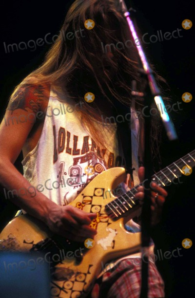 Alice in Chains Photo - Alice in Chains in Chicago IL 1993 Photo by Jeff KrollGlobe Photos Jerry Cantrell
