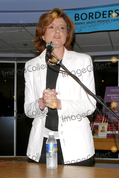 Ariana Huffington Photo - Bookstore Appearance by Arianna Huffington Discussing New Book Move Ons 50 Ways to Love Your Country (05282004) Borders Book and Music Westwood CA Photo by Milan RybaGlobe Photos Inc2004 Ariana Huffington