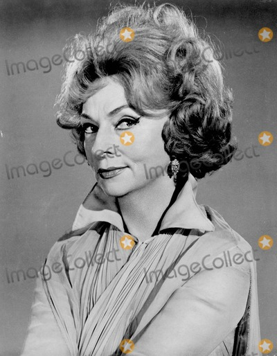 Agnes Moorehead Photo - Agnes Moorehead Bewitched Photo by Bill Kobrin-Globe Photos Inc
