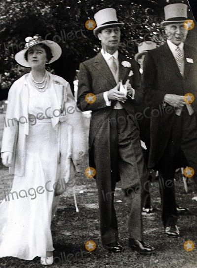 QUEEN MUM Photo - King and Queen of England with Lord Hamilton of Dalziel 1937 Globe Photos Inc