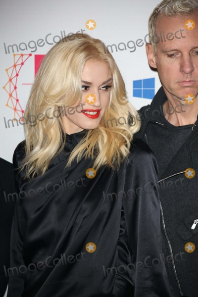 No Doubt Photo - Musicians Gwen Stefani (L) and Tom Dumont of No Doubt Arrive For the Mtv Europe Music Awards (Ema) at Festhalle in Frankfurt Germany on 11 November 2012 the Music Tv Channels Award Ceremony Is in Its 19th Year and Recognizes Talent on the European Music Scene Photo Alec Michael