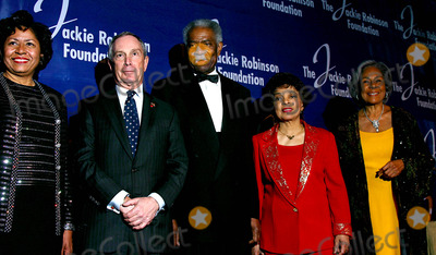 Ruth Simmons Photo - K36044MLTHE JACKIE ROBINSON FOUNDATION WILL HOST ITS ANNUAL AWARDS DINNER HONORING RECIPIENTS OF THE 2004 ROBIE AWARDS AT THE GRAND BALLROOM OF THE WALDORF ASTORIA HOTEL IN NEW YORK CITY382004PHOTO BYMITCHELL LEVYRANGEFINDERSGLOBE PHOTOS INC  2004DR RUTH SIMMONS MAYOR MICHAEL BLOOMBERG OSSIE DAVIS RUBY DEE AND RACHEL ROBINSON