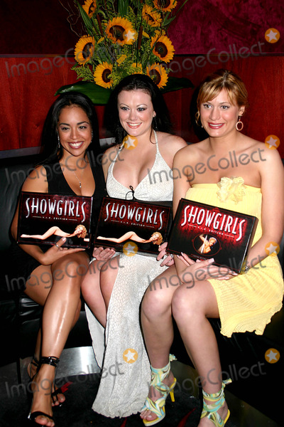 SCORES GIRLS Photo - Special Screening of Showgirls to Celebrate the Vip Interactive Dvd at Scores  New York City 07222004 Photo by Mitchell LevyrangefinderGlobe Photosinc Lin Tucci_scores Girls