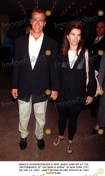 ARNOLD SCHWARZENEGER Photo - Arnold Schwarzeneger  Wife Maria Shriver at the Preformance of Batman  Robin in New York City on Jun 18 1997 James BevinsGlobe Photos 1997 K20478jbe