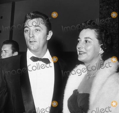 Robert Mitchum Photo - Robert Mitchum with His Wife Dorothy Supplied by Globe Photos Inc