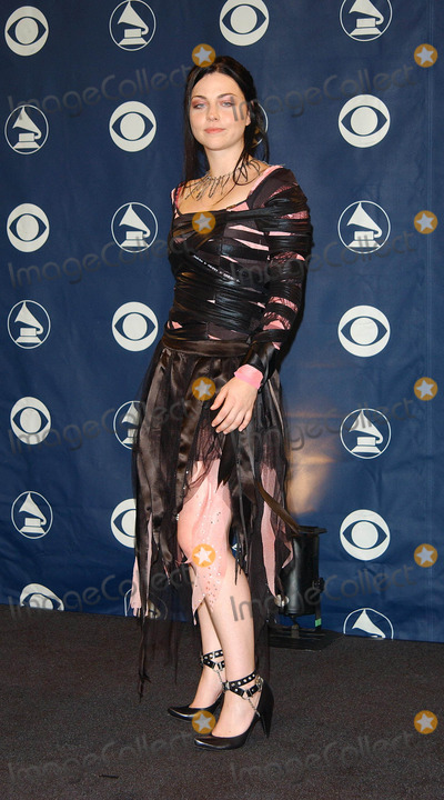 Amy Lee Photo - the 46th Annual Grammy Awards - Press Room Staples Center Los Angeles California 02082004 Photo by Fitzroy BarrettGlobe Photos Inc 2004 Amy Lee