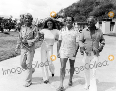 Jacqueline Bisset Photo - Nick Nolte Jacqueline Bisset Robert Shaw and Director Peter Yates Cast of the Deep 1970s 1363 Supplied by IpolGlobe Photos Inc