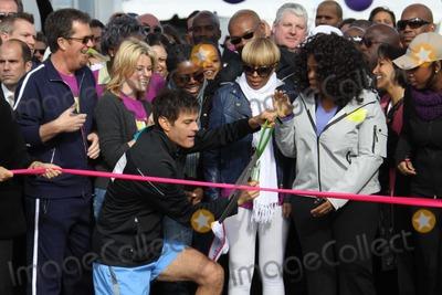 Tracy Chapman Photo -  DROZELIZABETH BANKS TRACY CHAPMAN MARY JBLIGEOPRAH WINFREYJENNIFER HUDSONat O the Oprah Magazine Celebrates its 10thAnniversary with a charity walk Oprah WinfreyLive Your Best Life Walk Starting at Pier 86 the Intrepid   05-09-2010Photo by John BarrettGlobe Photos INC2010K64749JBB