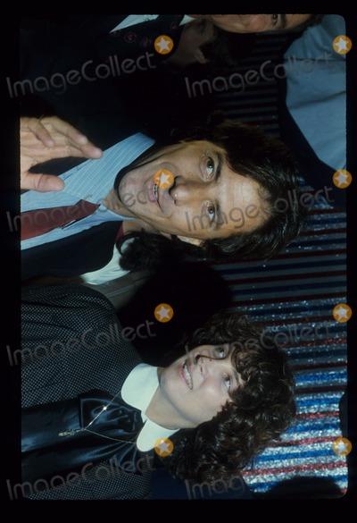 Alan Hunter Photo - Dustin Hoffman with Wife Photo by Alan Hunter-Globe Photos Inc