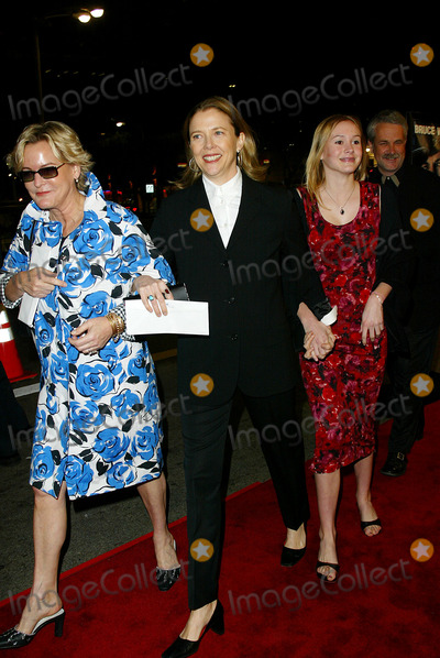 Annette Benning Photo - Harts War Premiere at Mann National Theater Westwood CA Annette Benning and Friends Photo by Fitzroy Barrett  Globe Photos Inc 2-12-2002 K24036fb (D)