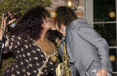 Kenny G Photo - K43379VGCHAKA KHAN 2ND ANNUAL GALA DINNER TO BENEFIT THE CHAKA KHAN FOUNDATION   IN BEVERLY HILLS CALIFORNIA  05-21-2005THE CHAKA KHAN FOUNDATION LAST YEAR ALONE RAISED 14 MILLION THROUGH EFFORTS  THE FOUNDATION HELPS WOMEN AND CHILDREN AT RISK AND BENEFITS AUTISM RESEARCH AWARNESS AND THERAPY PHOTO BY VALERIE GOODLOE-GLOBE PHOTOS INC  2005CHAKA KHAN AND KENNY G