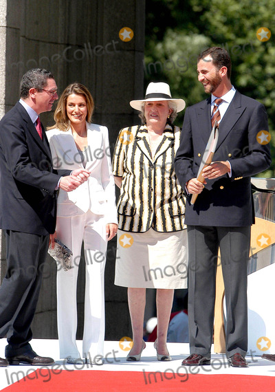 Alberto Ruiz Gallardon Photo - CcebollaglobelinkukcomGlobe Photos Inc 06272004 000898 Prince Felipe Princess Letizia Alberto Ruiz Gallardon  Princess Pilar Prince Felipe  Princess Letizia at Olympic Torch Relay - LA Puerta DE Alcala Madrid
