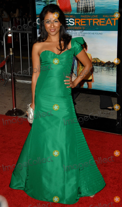 Karen David Photo - Karen David attends the Los Angeles Premiere of Couples Retreat Held at the Manns Village Theatre in Westwood California on October 5 2009 Photo by David Longendyke-Globe Photos Inc 2009