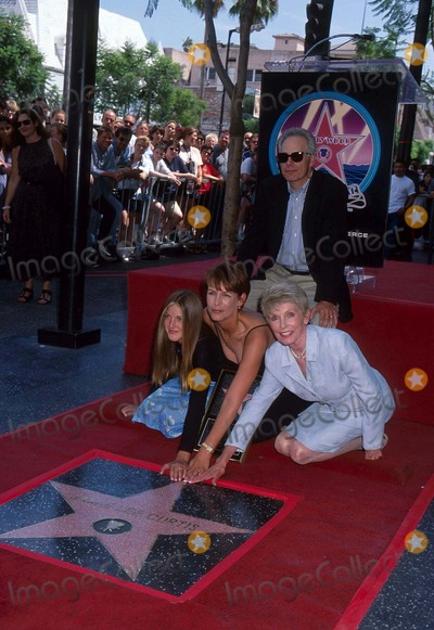Annie Guest Photo - Jamie Lee Curtis with Daughter Annie Guest  Husband Christopher Guest and Mother Janet Leigh at Hollywood Walk of Fame Ceremony 9-3-1998 I2579ta Photo by Tammie Arroyo-ipol-Globe Photos Inc