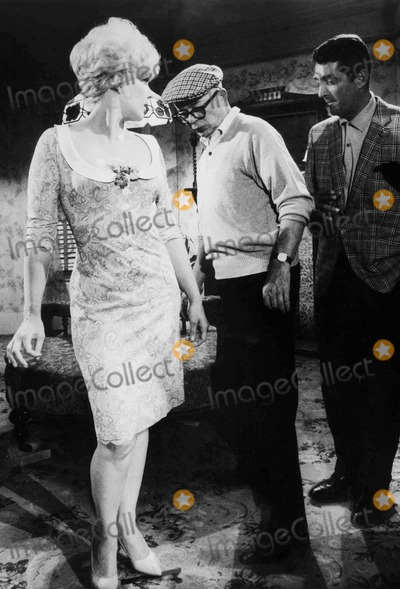 Dean Martin Photo - During the Filming of Kiss ME Stupid Kim Novak Billy Wilder and Dean Martin Photo by Win MuldrowGlobe Photos Inc