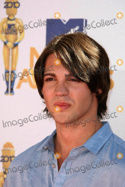 Steven R McQueen Photo - Actor Steven R Mcqueen attends the 2010 Mtv Movie Awards at Gibson Amphitheatre in Universal City Los Angeles USA on June 6th 2010 Photo by Alec Michael-Globe Photos Inc