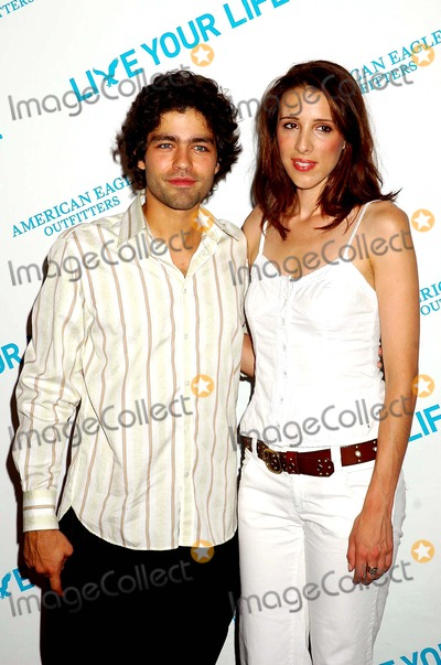 ALEXANDRA  KERRY Photo - 2705 American Eagle (Union Sq) NYC American Eagle Outfitters Live Your Life Program at the New Flagship Store Photo Ken Babolcsay  Globe Photos Inc 2005 I9875kba Adrian Grenier and Alexandra Kerry