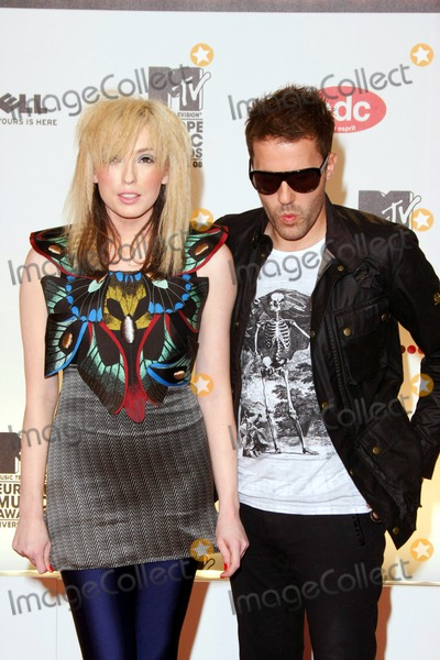The Ting Tings Photo - The Ting Tings Jules De Martino and Katie White Arriving at the 15th Mtv Europe Music Awards at Echo Arena in Liverpool Great Britain on November 6th 2008photo by Alec Michael-Globe Photos