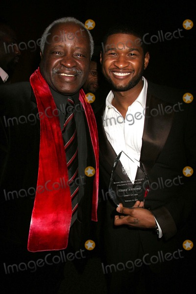 Art Evans Photo - Beverly Hillshollywood Naacps 17th Annual Theatre Awards - Post-reception  Pressroom Directors Guild of America Los Angeles CA 02-19-2007 Usher and Art Evans Photo Clinton H Wallace-photomundo-Globe Photos Inc
