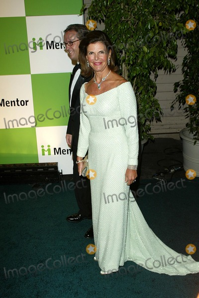 Her Majesty The Queen Photo - Her Majesty the Queen of Sweden the Mentor Foundation Brings a Global Celebration to Los Angeles at Paramount Studios in Hollywood CA Photo by Fitzroy Barrett  Globe Photos Inc 11-3-2002 K27026fb (D)