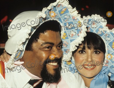 Rosey Grier Photo - Rosey Grier with Marlo Thomas 1981 Photo by Jamie Lauren-Globe Photos Inc