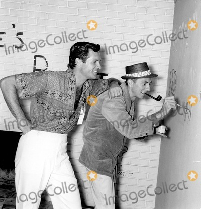 Hugh OBrian Photo - Aaron Spelling with Hugh Obrian 05-03-1960 Photo by Larry Barbier Jr-Globe Photos Inc