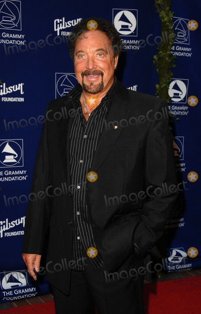 Tom Jones Photo - Grammy Foundations Starry Night Gala at the Mccarthy Quad at the University of Southern California in Los Angeles CA 07-12-2008 Image Tom Jones Photo Kelly Dawes  Globe Photos
