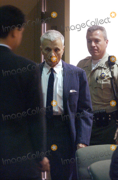 Bonnie Lee Bakley Photo - me0226blake1mjc -- Robert Blake Enters the Courtroom During His Preliminary Hearing at the Van Nuys Courthouse on Wednesday Morning He Is Accused of Killing Bonny Lee Bakley Pool PhotoGlobe Photos Inc K29297 0227