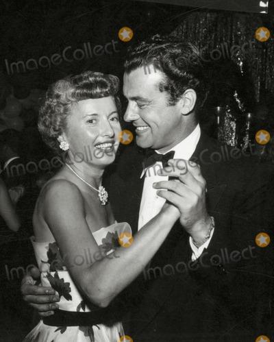 Barbara Stanwyck Photo - Barbara Stanwyek and Richard Greene Photo Nate CutlerGlobe Photos Inc