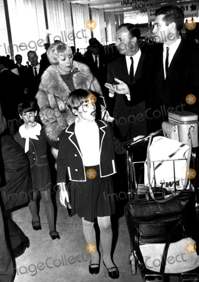 Jamie Lee Curtis Photo - Janet Leigh and Daughters Jamie and Kelly Supplied by Globe Photos Inc