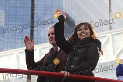 Pat Benatar Photo - The 89th Annual Macys Thanksgiving Day Parade Neil Giraldo  Pat Benatar