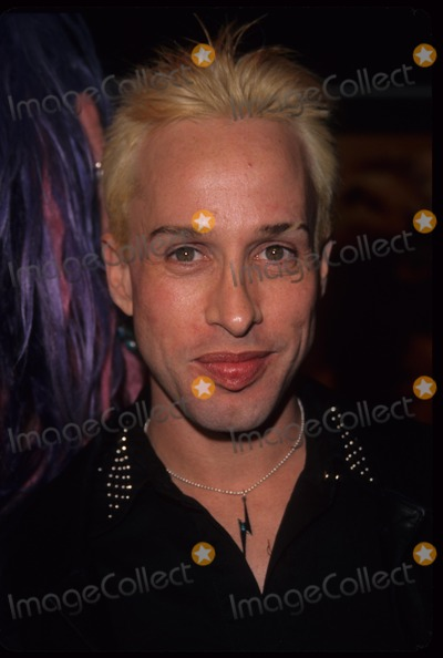 Alexis Arquette Photo - Alexis Arquette the Beach Premiere at Mann Chinese Theatre 2000 K17749am Photo by Alec Michael-Globe Photos Inc