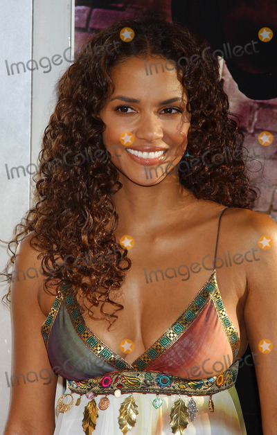 Halle Berry Photo - Catwoman World Premiere at the Cinerama Dome Theatre Hollywood CA 07192004 Photo by Miranda ShenGlobe Photos Inc 2004 Halle Berry