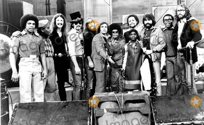 Haywood Nelson Photo - THE DOOBIE BROTHERS ON WHATS HAPPENINGHAYWOOD NELSON FRED BERRY PAT SIMMONS JOHN HARTMAN JEFF BAXTER BOBBY LAKIND SHIRLEY HEMPHILL DANIELLE SPENCER TIRAN PORTER MICHAEL MCDONALD ERNIE THOMAS AND KEITH KNUDSEN19781970SSUPPLIED BY SMPGLOBE PHOTOS INCKEITHKNUDSENRETRO