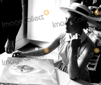 Kim Novak Photo - Kim Novak 14201a Globe Photos Inc Kimnovakretro