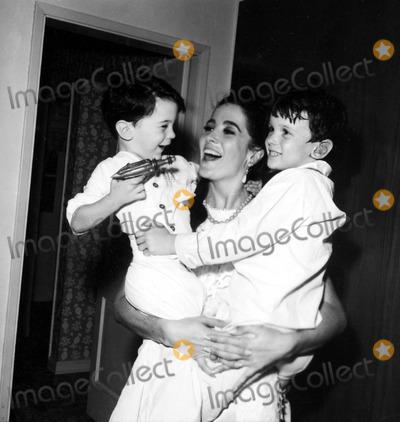 Linda Cristal Photo - Linda Cristal with Sons Jordan and Gregory a937-3 Nate CutlerGlobe Photos Inc