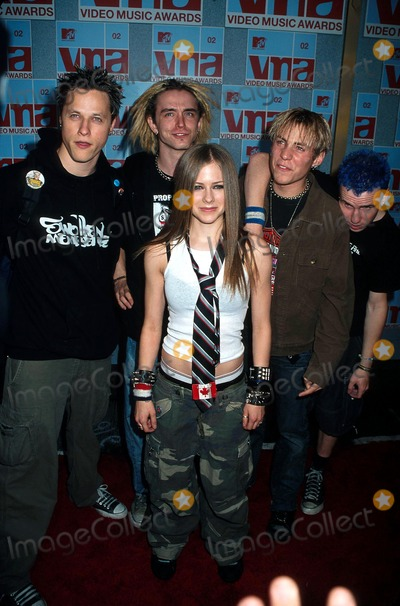 Avril Lavigne Photo - Sd0829 Arrivals of the Mtv 2002 Video Music Awards at Radio City Music Hall in New York City Photo Bysonia MoskowitzGlobe Photos Inc 2002 Avril Lavigne