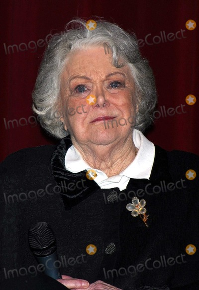 Jan Sterling Photo - Screening of Billy Wilders Classic 1951 Film the Big Carnival Followed by a Panel Discussion About the Making of the Film with Kirk Douglas and Jan Sterling Dga Los Angeles CA Oct 22 2002 Photo by Milan RybaGlobe Photos Inc 2002 Jan Sterling