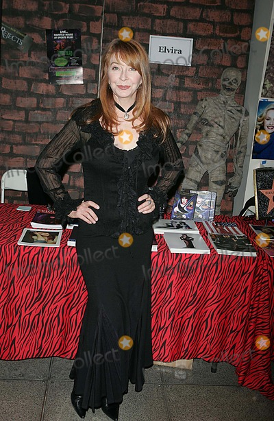 Cassandra Peterson Photo - The Big Apple Comic Book Art Toy and Sci-fi Expo Penn Plaza Pavillion 03-31-2006 Photos by Rick Mackler Rangefinder-Globe Photos Inc 2006 Cassandra Peterson ( Elvira Mistress of the Dark) Cassandra Peterson Elvira