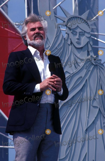 Kenny Rogers Photo - Kenny Rogers Photo by Adam ScullrangefindersGlobe Photos Inc