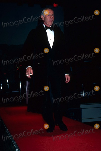 Johnny Carson Photo - Johnny Carson 1981 11917 Photo by Phil Roach-ipol-Globe Photos Inc