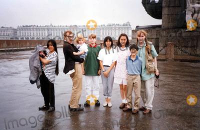 Mia Farrow Photo - Woody Allen Mia Farrow in Leningrad with Satchel Lark Dylan Fletcher Daisy and Soon Yi Moses Photo by Jane Read MartinipolGlobe Photos