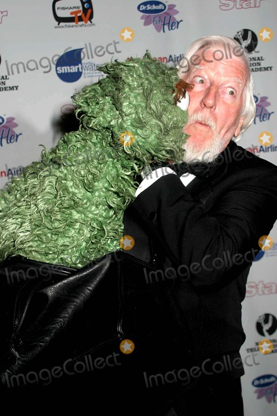 Caroll Spinney Photo - the 33rd Annual Creative Arts Daytime Emmy Awards Marriott Marquis New York City 04-22-2006 Photo by Paul Schmulbach-Globe Photos 2006 Oscar the Grouch and Caroll Spinney