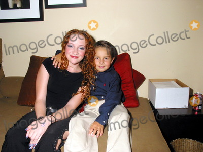 Mitch Holleman Photo - K25816MR        SD 080902 13 YEARS OLD ACTRESS SCARLETT POMERS(TV-SERIES REBA) PERFORMING AT CLUB ONE SEVENHIGHLAND  HOLLYWOOD IN HOLLYWOODCA (08092002)SCARLETT POMERS  MITCH HOLLEMAN (THEY ARE PLAYING IN REBA BROTHER  SISTER)PHOTOMILAN RYBAGLOBE PHOTOS2002          (D)